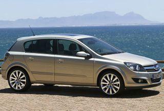 Opel Astra Family: девять лет на конвейере не помеха для популярности у семейных покупателей