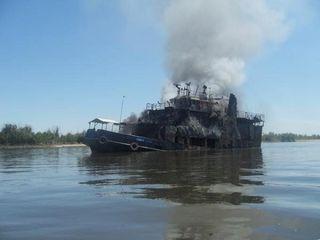 На загоревшемся буксире «ГАЛ-1» пропали без вести два человека