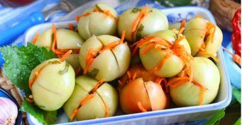 Квашеные зелёные помидоры совощами изеленью