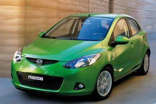 Хэтчбек Mazda2 нового поколения показали на фото