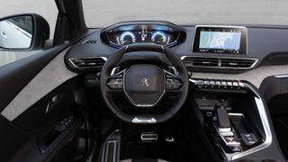 Фото: салон Peugeot 3008 Hybrid4, источник: Peugeot