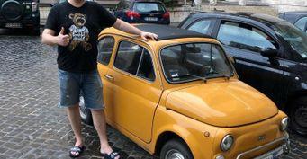 «Рекламный» Solaris Харламова и«липовые» права Соболева: Главные автомобильные скандалы комиков Comedy Club