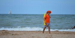 «В Сочи лучше не тонуть»: Выпадающие из лодки спасатели насторожили россиян в Сети