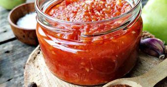 Жгучая «аджика» изсладкого перца без помидоров иварки