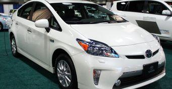 Расход топлива, подвеска, динамика: Владелец поделился впечатлениями о Toyota Prius PHV