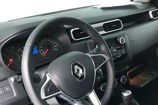 «Становится похожим наавтомобиль»,— пишут вСети. Новый салон Renault Duster II, фото: rg.ru