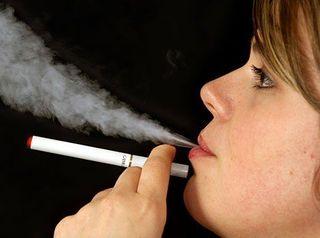 Электронные сигареты не помогают бросить курить - Ученые