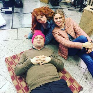 Куценко, Суркова, Троянова насъемках сериала «Ольга». Источник фото: Instagram @troyanovayana