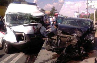 В Подмосковье «скорая» столкнулась с «Porsche Cayenne»: трое пострадали