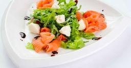Рецепт из ресторана: Салат из слабосоленой сёмги с брынзой