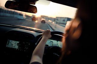 Быть женщиной-водителем станет дороже, источник: Regnum