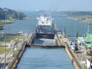Память жертв строительства канала почтили в Панаме