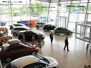 Продажи новых автомобилей в России в апреле упали на 8%