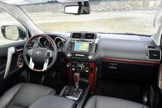 Салон Land Cruiser Prado 150. Фото: Toyota