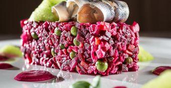 Заново влюбляемся вВинегрет: Готовим салат ссельдью имаринованным луком
