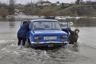 В Магаданской области закрыли три дороги из-за сильных дождей
