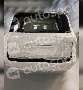 Land Cruiser 300 привезли вРоссию: Показаны первые фото интерьера икузов Toyota