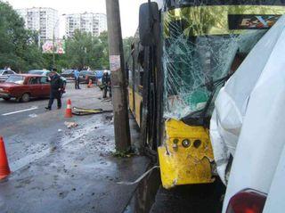 Машина «Мерседес» в Бресте протаранила автобус с пассажирами