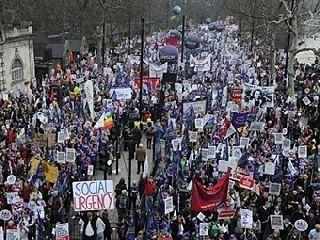 Против «налога на спальни» вышли протестовать тысячи британцев