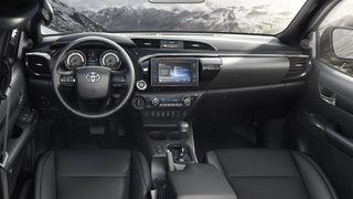 Фото: Салон Toyota Hilux 2020, источник: Toyota