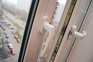 В Иркутской области из 8-го этажа выпала 5-летняя девочка, ребенок погиб