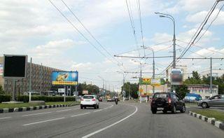 На юге Москвы столкнулись шесть автомобилей: есть пострадавшие