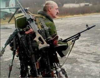 Фото: Лукашенко несет оружие на продажу, pokatim.ru