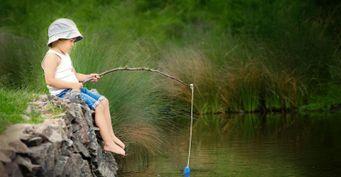 Детская удочка из палки, которую сможет сделать даже ребёнок