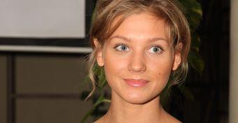 Вкупальнике наморозе: Кристина Асмус объяснила, почему ейпришлось сниматься наулице полуголой в ноябре