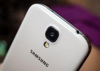 Galaxy S5 обошел Galaxy S4 по продажам за первые сутки