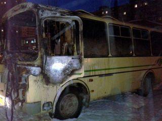 Два ПАЗика загорелись ночью в Нижнем Новгороде
