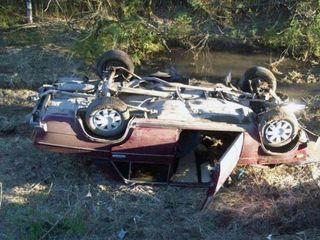 В Тверской области 4 человека на автомобиле упали в канаву с водой и погибли