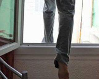 В Смоленске мужчина выпал из окна областной больницы