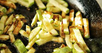 Жареные кабачки соломкой: Похожи нажаренуюкартошку, ноеще вкуснее