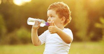Три причины, почему ребёнок должен пить воду летом, назвала педиатр