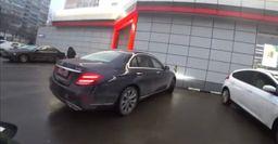 «Всё, что не запрещено, то разрешено»: Автохам в Москве объяснил парковку на тротуаре