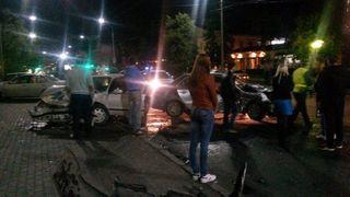 В Томске два человека пострадали в ночной аварии с 3 машинами