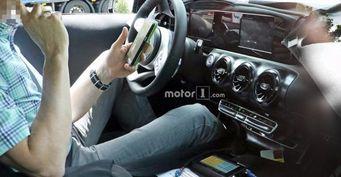 Салон нового Mercedes-Benz A-Class рассекречен фотошпионами