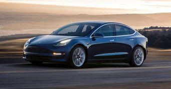 Зарубежные аналитики: Tesla Model 3 приносит компании убытки
