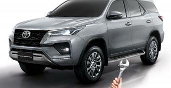 Новый Toyota Fortuner разобрал доголого кузова механик
