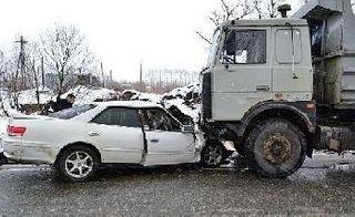 Двое жителей Бийска погибли в столкновении с грузовиком в Хакасии