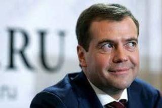 Медведев: Нужно снизить цены на авиабилеты до Крыма