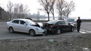 В Минске Dodge врезался в троллейбус, скрываясь от ГАИ. Преступник не задержан