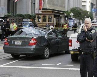 В Сан-Франциско мойщик окон упал с 11-го этажа на авто и выжил