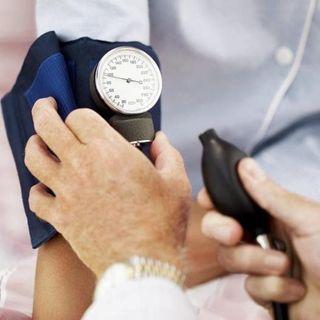 Ученые утверждают, что повышенное давление спасает престарелых людей от слабоумия