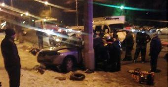 Водитель Nissan ALMERA протаранил столб на севере Волгограда, есть жертвы