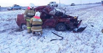 """Два человека погибли в ДТП с """"легковушкой"""" и грузовиком на Кубани"""