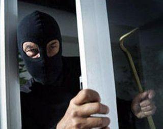 В Москве имущество шести фирм забрали грабители в масках