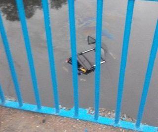 Иномарка вылетела в реку в Тверской области