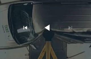Hyundai Tucson набоковом краш-тесте с29 км/ч— «фаталити». Скриншот: Youtube-канал Kviring Drive